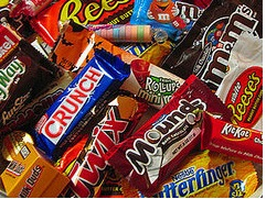 tootsie roll vs hershey Which fun size treat has the most sugar: skittles, m&m's, or hershey's bar  10  candy corns, 3 hershey's miniature bars, 3 tootsie rolls , and a tootsie  york  peppermint patty vs junior mints – 140 cal, 3 g fat, 25 g sugar in a full-size patty.